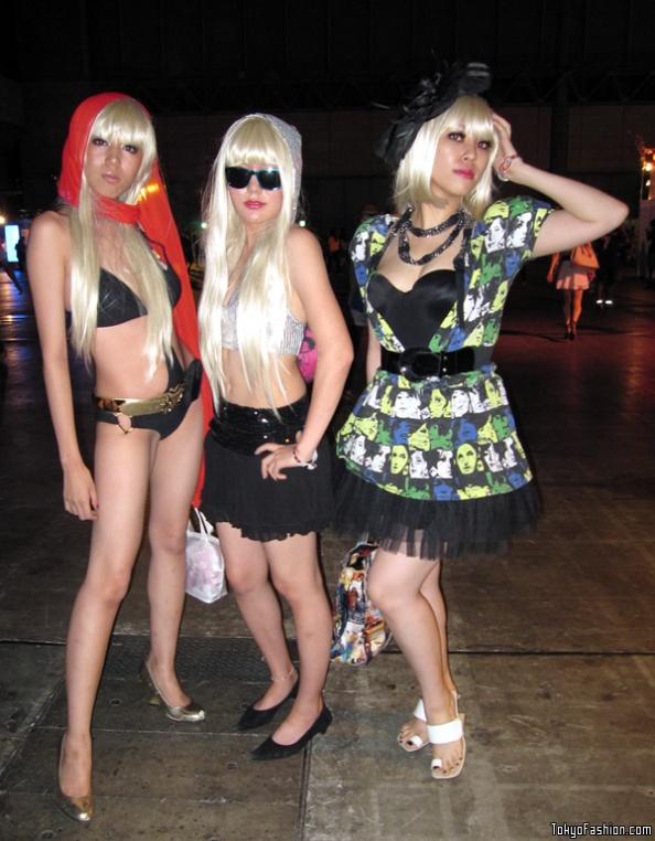 Lady-Gaga-Japanese-Fans-SS-2009-007-b